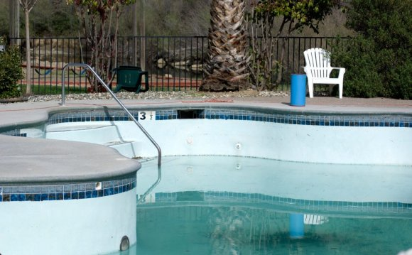 Swimming pool leak Detection Services